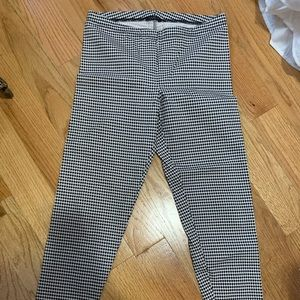 New! Houndstooth legging size small